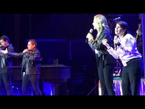 Olivia Newton-John--Hopelessly Devoted to You/Summer Nights/We go Together--Vancouver 2012-09-03